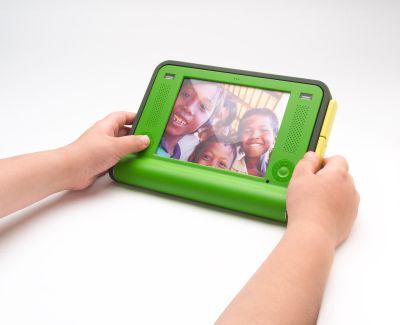 Ordinateur portable à 100 $ dans les mains